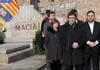 El president i diversos membres del Govern durant l'ofrena floral davant la tomba de Francesc Macià