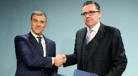 Rossell i Tost, després de la signatura de l'acord.