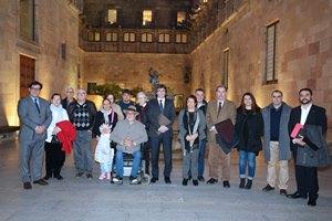 El president, la consellera i l'alcade, amb els representants de les entitats veïnals de la Mina. Autor: Rubén Moreno