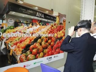 El secretari Xavier Gibert fent el Tours Virtuals 360º a mercats municipals al MWC