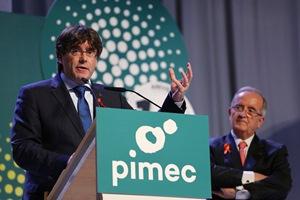 El president Puigdemont, acompanyat del president de Pimec, durant la seva intervenció. Autor: Rubén Moreno