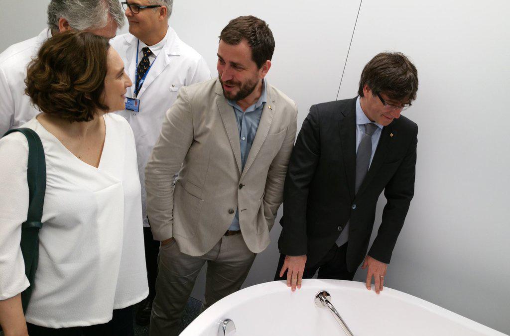 El conseller Comín, amb el president Puigdemont i l'alcaldessa Colau