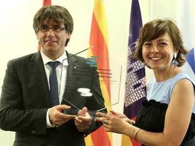 El president Puigdemont i la presidenta de la Regió d'Occitània, durant l'acte de traspàs de la presidència de l'Euroregió
