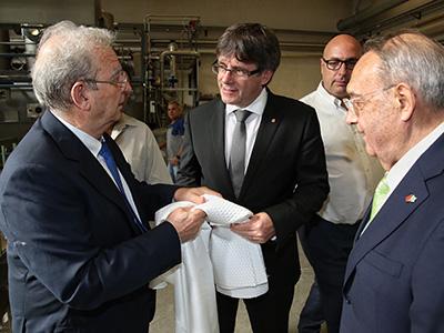 El president Puigdemont, durant la visita a Mitsa