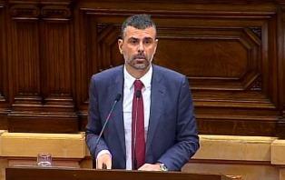 El conseller Vila en el debat final de la Llei de Comerç al Parlament