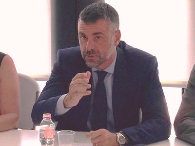 El conseller Vila en la reunió a Cambrils