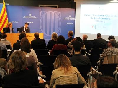 La consellera de Governació, Meritxell Borràs, acompanyada del secretari d'Habitatge i Millora Urbana, Carles Sala. durant la presentació de la Xarxa d'Innovació en l'Ús de Dades d'Energia (EDI-Net)