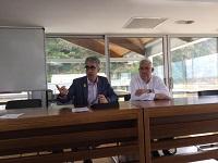 El director general de Pesca i Afers Matrítims amb  el patró major de la Confraria de Pescadors de Blanes