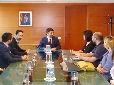 El conseller es reuneix amb les ADIC