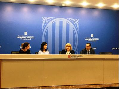 D'esq a dreta; dr Fdo Fdez Aranda, del Dept Psiquiatria Bellvitge; Sara Bujalance, dir de l'ACAB; Montserrat Ribera, dir de l'ACC; i Laia Asso, pediatra de l'Soc Cat de Pediatria