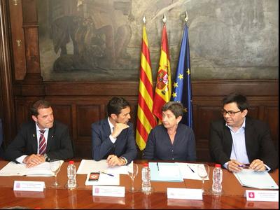 El secretari d'Empresa i Competitivitat, Quim Ferrer, el conseller Damià Calvet, la delegada del Govern de l'Estat a catalunya, teresa Cunillera, i el tinent d'alcalde de Barcelona, Gerard Pisarello