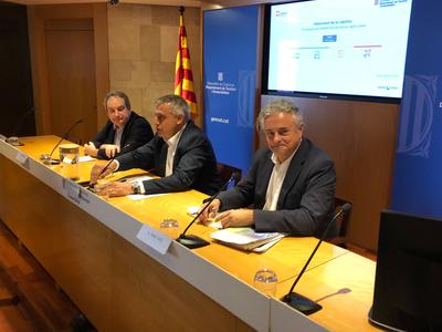El director general de CIMALSA, Enric Ticó (dreta); el director general de Transports i Mobilitat, Pere Padrosa (centre) i el president del Grup de Logística Sostenible, Jordi Hereu (esquerra), presenten els Indicadors de l'Observatori de la Logística 2017.