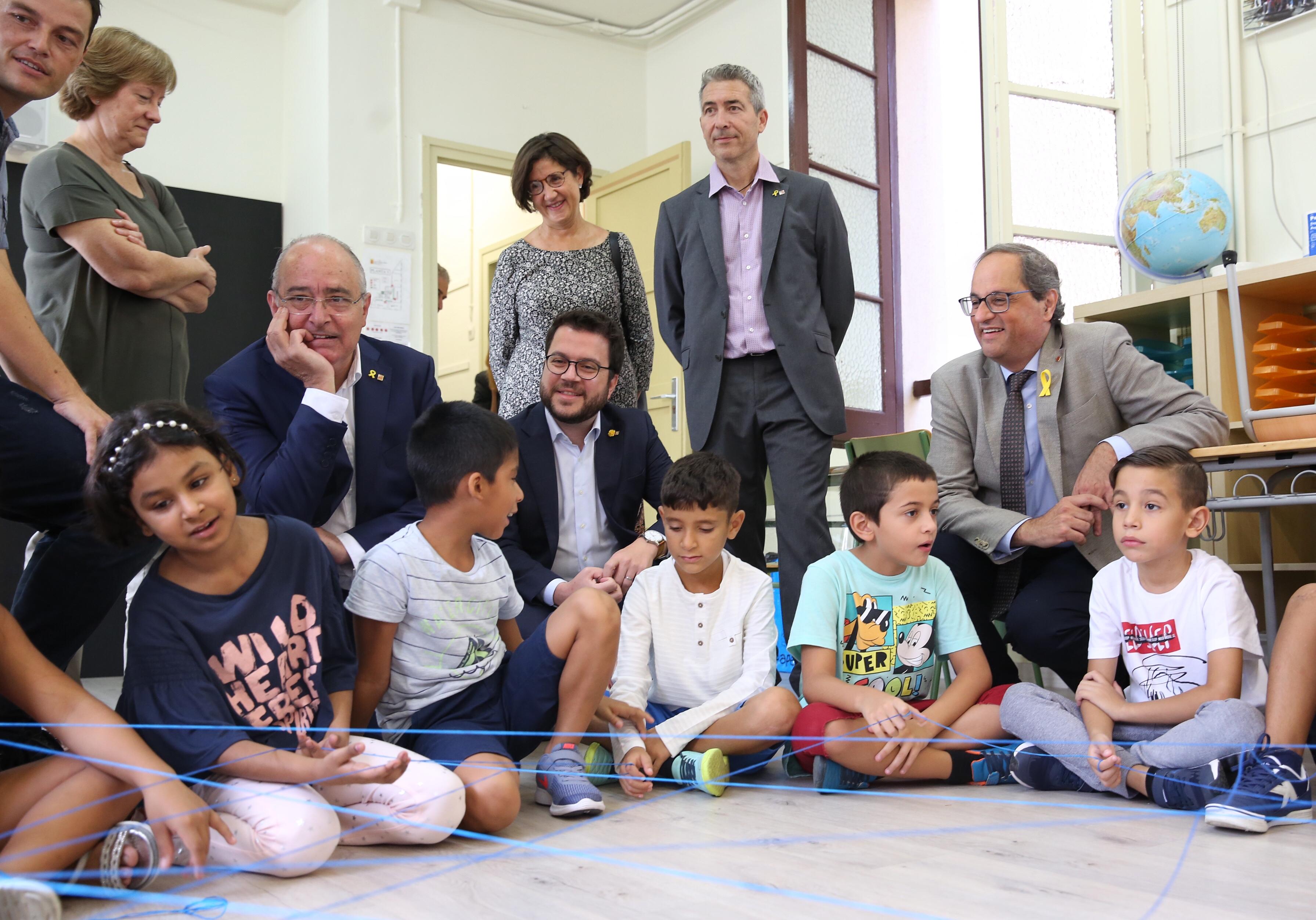 El president Torra, el vicepresident Aragonès i el conseller Bargalló a l'escola Francesc Macià