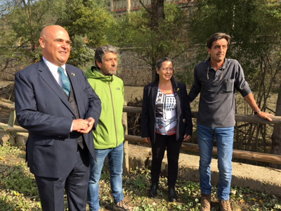 El delegat de Territori, Pere Saló, i el director territorial de l'ACA, Alex Rocas, han explicat les actuacions acompanyats del videpresident del CC i de la regidora de medi ambient de Ripoll.