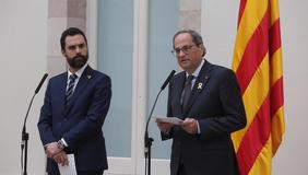 Els presidents Torra i Torrent durant la declaració conjunta al Parlament