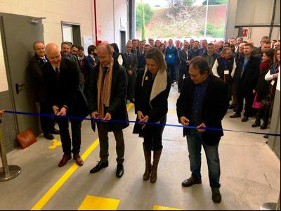 La consellera Àngels Chacón en la inauguració  del nou centre d'excel·lència i R+D de Hempel