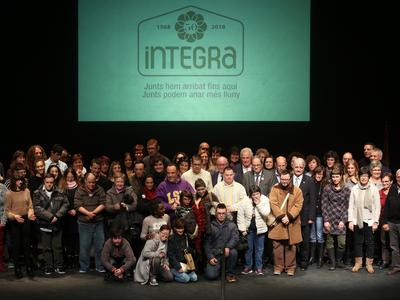 El president amb usuaris i treballadors d'Integra (Autor: Rubén Moreno)
