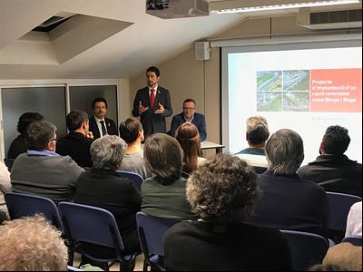 El conseller Calvet durant la presentació a alcaldes i alcaldesses del Berguedà.