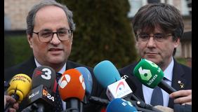 Els presidents Torra i Puigdemont, atenent els mitjans de comunicació. Autor: Rubén Moreno