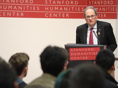 El president Torra durant la conferència que va pronunciar a Stanford