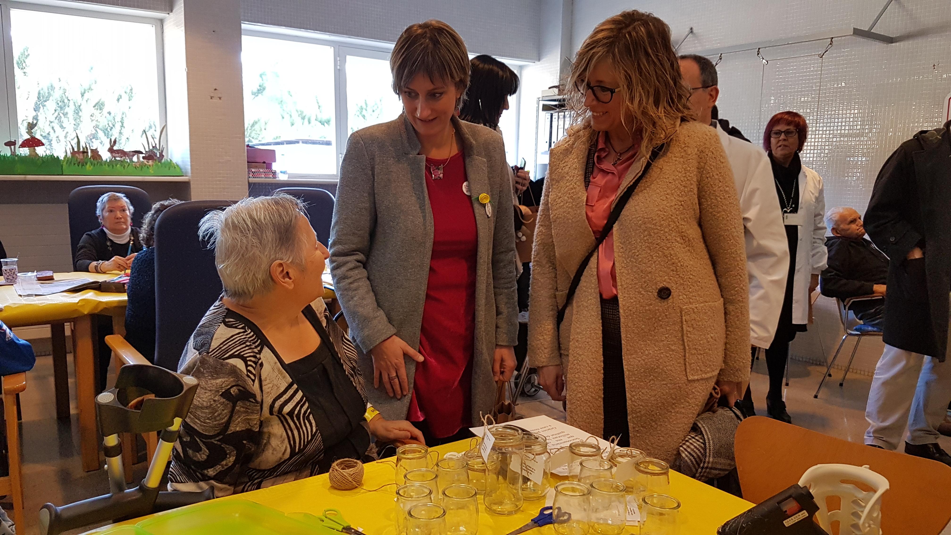 Vergés visitant la unitat sociosanitària de l'Hospital Comarcal Móra d'Ebre.