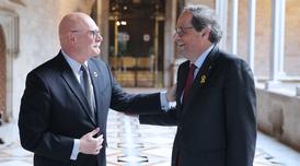 El president Torra amb el conseller delegat de GSMA, John Hoffman, al Palau de la Generalitat (Foto: Ruben Moreno)