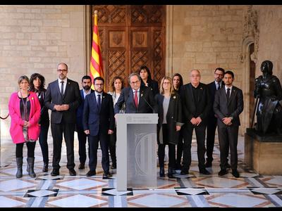 El president acompanyat del Govern, durant la declaració institucional. Autor: Jordi Bedmar