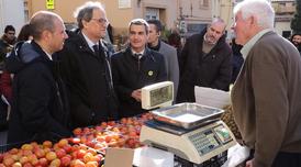 El president Torra durant la visita a la Fira de a Candelera de Molins de Rei