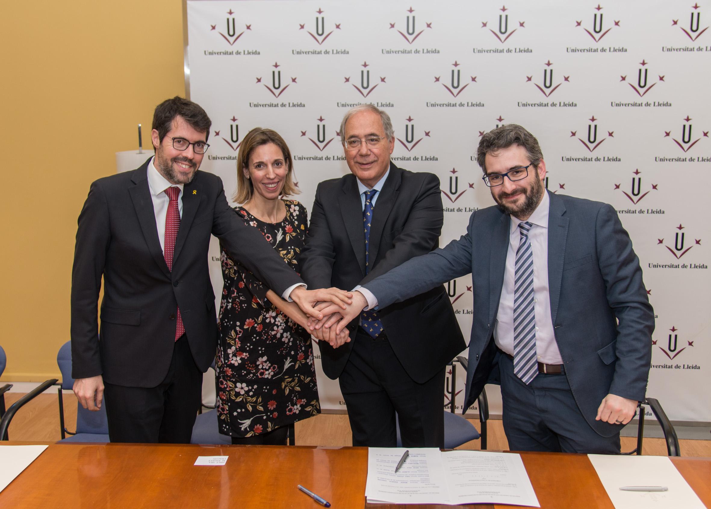 L'alcalde Batalla, la consellera Chacón, el ministre Jover i el rector Fernández, després de signar l'acord