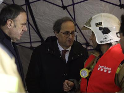 El president, parlant amb els equips d'emergències. Autor: Rubén Moreno