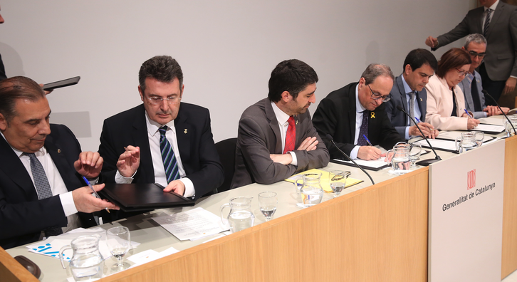 This afternoon, the president of the Government of Catalonia, Quim Torra, led the signing of a national commitment to deploy fibre-optic cable. Under the agreement, the government and Catalonia's four provincial councils
