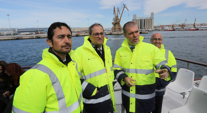 Today, the head of the Catalan executive - together with the Minister for Territory and Sustainability, Damià Calvet - made an institutional visit to the Port of Tarragona. President Torra called on the Spanish government to