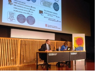 El Sec d'Empresa i Competitvitat, Joaquim Ferrer, i la dir de l'Agència Catalana del Consum, Bet Abad