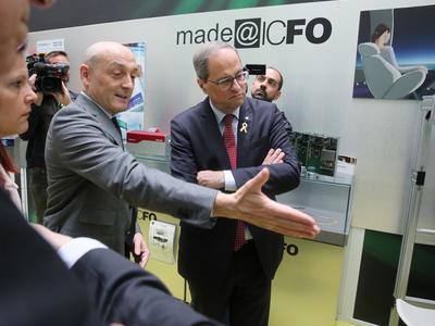 El president Torra durant la visita a l'ICFO