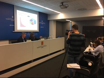 la dir de l'ACC, Bet Abad, amb el dir dels SSTT Emc a LLeida, Ramon Alturo en la presentació