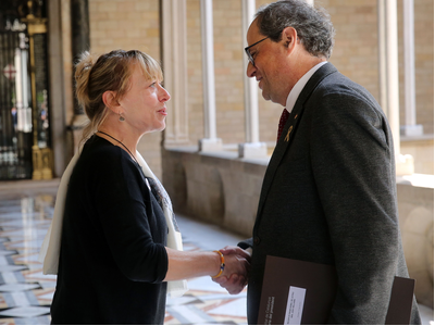 The president of the Government of Catalonia, Quim Torra, received Nobel Peace laureate Jody Williams today at the Palau de la Generalitat and thanked her for