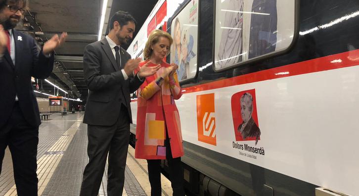 Els consellers Calvet i Vilallonga, acompanyats de Font, durant el bateig del tren amb el nom de Dolors Monserdà.
