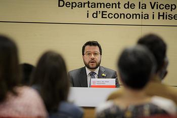 Fotografia del vicepresident Aragonès durant la presentació de les
