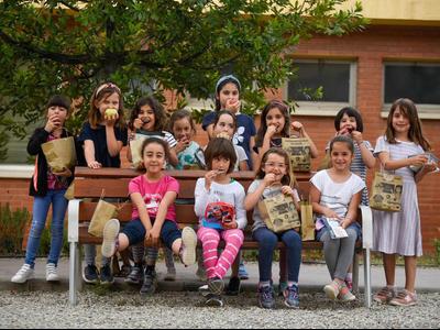 Enguany, s'ha lliurat a cada nen una bosseta amb dues pomes i un escrit per als pares amb informació sobre el Programa