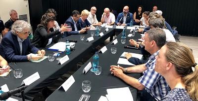 La consellera Teresa Jordà reunida amb els alcades dels municpis afectats per l'incendi de la Ribera d'Ebre