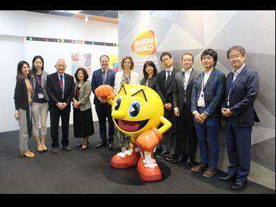 La consellera Chacón amb representants de Bandai Namco a la seu de l'empresa al Japó