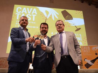 El vicepresident Aragonès durant la inauguració del Cavatast