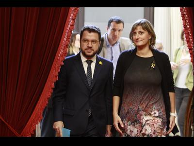 El vicepresident Aragonès i la consellera Vergés, entrant al Parlament