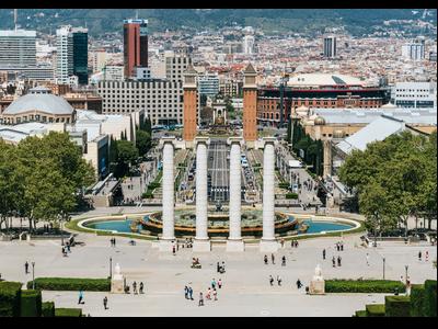 Vistes de la Plaça Espanya i Av. M. Cristina, on es concentra el turisme de negocis