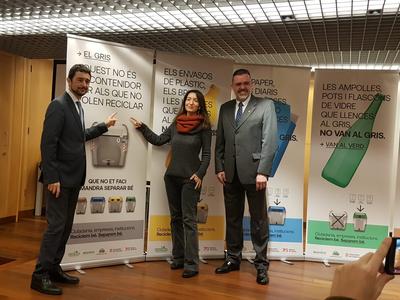 Calvet i Tost, amb la secretària de Medi Ambient i Sostenibilitat, Marta Subirà, després  de la presentació de la campanya.