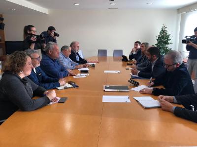 Foto de la reunió amb els sindicats