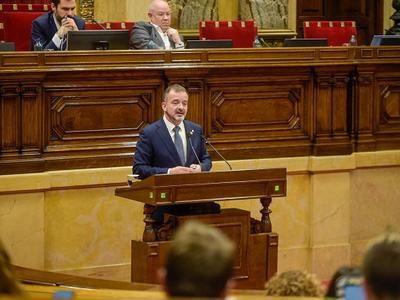 El conseller Bosch durant la seva intervenció al Parlament.