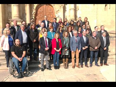 Imatge de grup dels assistents a la presentació dels plans de Foment del Turisme 2019 a Aitona