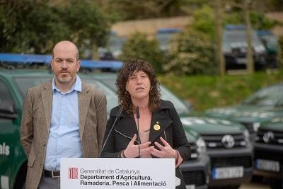 La consellera Teresa Jordà i el director dels Agents Agents Rurals, Marc Costa