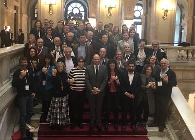 Fotografia de grup després de l'aprovació de la Llei sobre la reducció del malbaratament alimentari al Parlament